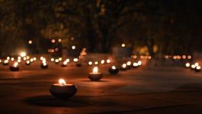 Kerzen in einem Tempel stock video footage