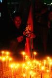 Kerzen an einer roten Hemd-Sammlung Stockbild
