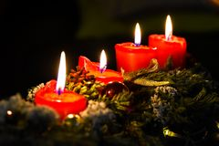 Kerzen, Einführung, Weihnachtskranz, Weihnachtsdekorationen Stockfoto