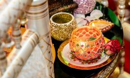 Kerzen für mendhi Hennastrauchhochzeit lizenzfreie stockfotografie