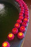 Kerzen in Folge Lizenzfreies Stockbild