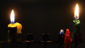 Kerzen getrennt auf Weiß stock video