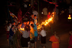 Kerzen im Boot während Loykratong-Festivals in Laos. Lizenzfreies Stockfoto