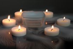 Kerzen im Nebel Stockfoto