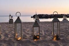 Kerzen im Sand Lizenzfreies Stockfoto