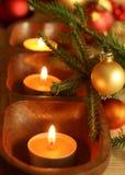 Kerzen, Kugeln und Pelzbaum Zweig Lizenzfreies Stockbild