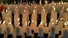 Kerzen Licht als Angebot Stockbilder