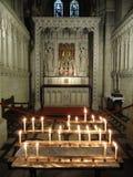 Kerzen-Lit Abbey Interior Stockbilder