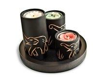 Kerzen mit geschnitzten Elefanten auf ihnen Lizenzfreie Stockfotos