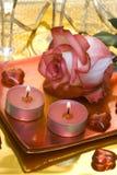 Kerzen mit Rosafarbenem und Inneren lizenzfreie stockfotografie