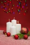 Kerzen mit Weihnachtsflitter Lizenzfreies Stockbild