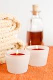 Kerzen, Tücher und Massageschmieröl Stockbilder
