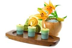 Kerzen und Badzubehör Lizenzfreie Stockfotos