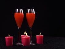 Kerzen und Getränke Stockbild