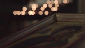 Kerzen und Ikone stock footage