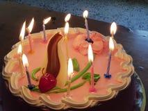 Kerzen und Kuchen lizenzfreies stockbild
