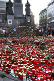 Kerzen vor dem Wenceslas-Statut, Prag Lizenzfreie Stockfotografie