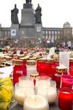 Kerzen vor der Statue von Wenceslas Lizenzfreie Stockfotografie