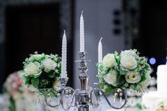 Kerzenhalter mit Kerze stockbilder