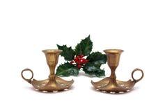 Kerzenhalter mit zwei Weinlesen Weihnachtsmit Stechpalmebeere Lizenzfreie Stockfotografie