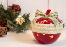 Kerzenständer in Form von neues Jahr ` s Apfel Lizenzfreies Stockbild