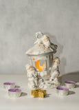 Kerzenständer und kleine Kerzen Lizenzfreie Stockbilder