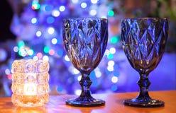Kerzenständer und zwei Gläser Lizenzfreies Stockbild