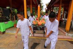 Kerzentradition Buddhismus in Thailand Lizenzfreie Stockfotos