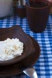 Keso och te för frukost Arkivfoto