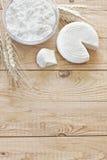 Keso, tzfatost och kornbakgrund Royaltyfri Bild