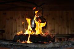 Kessel auf Feuer lizenzfreies stockfoto