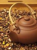 Kessel mit Tee lizenzfreie stockfotografie