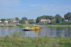 Kessel, río de Mosa, Limburgo, Países Bajos Imagenes de archivo