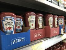 Ketchup de tomate de Heinz images libres de droits