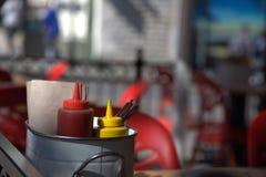 Ketchup e senape Immagini Stock Libere da Diritti