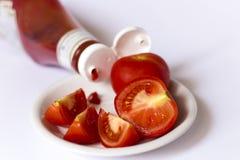 Ketchup en tomaten royalty-vrije stock afbeeldingen