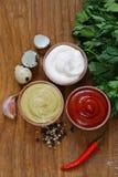 Ketchup, majonnäs och senap - tre sorter av sås Royaltyfria Bilder