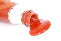 Ketchup op wit Stock Afbeelding