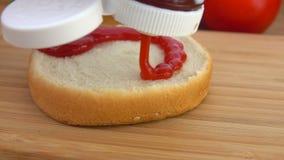 Ketchupsamendrukking op toostbroodje