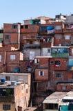 Keten in de krottenwijk in Sao Paulo stock fotografie