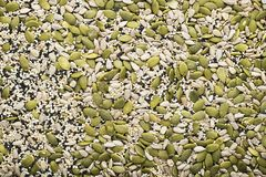 Ketogenic niedriges Vergaserdiätkonzept Gesundes Essen und Nähren Ketogenic Küchenrezepte: Brot oder Cracker von den Samen lizenzfreies stockbild