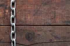 Kette auf Holz Lizenzfreie Stockbilder