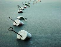 Kette der Bojen in gefrorenem Meer Lizenzfreie Stockfotografie