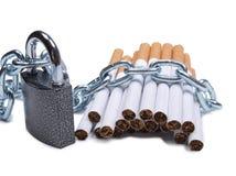 Kette und Zigaretten drei Lizenzfreies Stockfoto