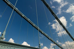 Ketten der Menai-Hängebrücke vorbei zwischen Anglesey und Stockfotos
