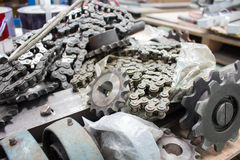 Ketten und Kettenräder naß mit Schmiermittel, für Industrie Stockbilder