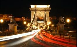 Kettenbrücke nachts Lizenzfreie Stockfotografie
