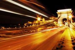 Kettenbrücke nachts Budapest stockbild