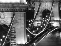 Kettenbrücke nachts (Budapest, Schwarzweiss) Stockbilder