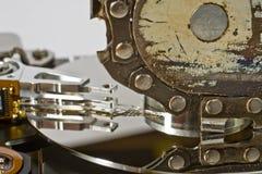Kettensäge und Festplattenlaufwerk lizenzfreie stockfotografie